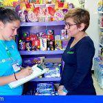 Más de 1800 comercios de Arona reciben información sobre cómo gestionar sus residuos y aportan mejoras al servicio