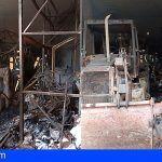 Bomberos de Tenerife interviene en la extinción de un incendio en un almacén en La Gomera