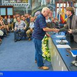 El Cabildo de Tenerife rinde un homenaje a los 80 empleados insulares jubilados el año pasado