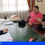 Unión Canaria Venezolana se reúnen con el alcalde de Arona para buscar vías de colaboración en materia de ayuda humanitaria