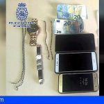 Tres jóvenes agreden a una persona en Santa Cruz mientras le arrebataban las joyas que lucía