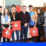 El alcalde de Arona recibe a los campeones nacionales de Taekwondo y Natación en el Ayuntamiento