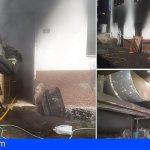 Bomberos de Tenerife extingue un incendio en un taller en Igueste de Candelaria