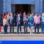 El Cabildo de Tenerife guarda un minuto de silencio por las víctimas de violencia de género en Adeje