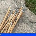 Amenaza de muerte y lanza flechas con un arco a una mujer en Gran Canaria