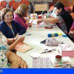 Los mayores de Arico aprenden labores de Costura con Ansina