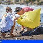 Tenerife colabora en la limpieza de Punta del Hidalgo
