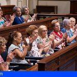 """El Parlamento rinde homenaje a todos los abuelos de Canarias, """"unos auténticos héroes"""""""