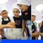 24 'pequechef' se divierten y aprenden sencillas técnicas de cocina en Tenerife