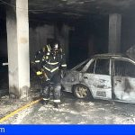 Extinguen un incendio en un vehículo dentro de un garaje en Granadilla