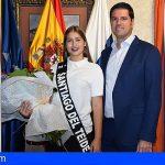 La candidata de Stgo. del Teide a Miss Sur, Jennifer Díaz, visitó el Ayuntamiento