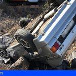Un hombre queda atrapado en su vehículo tras volcar en Las Zocas