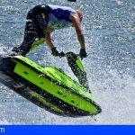 Adeje   Un hombre estado crítico tras sufrir un accidente con una moto acuática