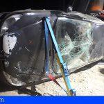 Rescatan a una mujer en El Médano atrapada en su vehículo tras volcar