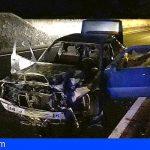 Extinguen un vehículo incendiado en Icod de los Vinos