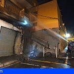 El incendio de una moto en Icod de los Vinos deja sin luz a una calle