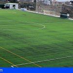 San Miguel inaugura el Campo de Fútbol de El Roque tras su reciente dotación de césped