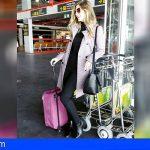 Emocionante sorpresa de una hija a su padre en un vuelo de Canaryfly