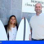 Granadilla agasaja a su campeona de surf, Marcela Machado