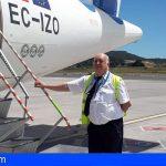 Se retira el piloto de Canaryfly que recibía a los pasajeros a pie de avión y con una sonrisa