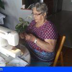 Costureras y voluntarios de Granadilla han hecho llegar 3.500 viseras y mascarillas a los mayores