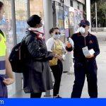 Tenerife distribuye mascarillas a pasajeros y conductores de guaguas y tranvías