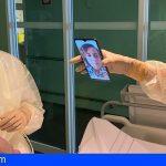 El Insular-Materno Infantil conecta a familiares y pacientes por covid-19 con tabletas y móviles