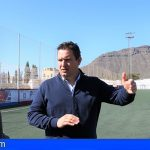 Arona comienza los trabajos de sustitución del césped artificial en el Campo Municipal Fernando Pérez