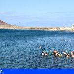 Fisioterapia en el mar de Granadilla beneficia a una veintena de personas con fibromialgia y cáncer de mama