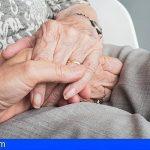 Canarias flexibiliza el protocolo de visitas en residencias y regula viviendas tuteladas y hogares funcionales