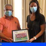 Romina Lamas, entrenadora de la Academia de Voley Tenerife-San Miguel, agasajada por el consistorio