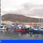 Llegan 11 personas al Puerto de Los Cristianos en una patera