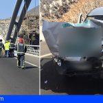 Adeje | Atrapada una conductora en su coche tras chocar con un camión en la TF-1 Tijoco Alto