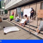 Concentración por la flexibilización educativa en Canarias