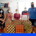 San Miguel   El personal del servicio de recogida de basura UTE dona mascarillas y gel hidroalcohólico a menores