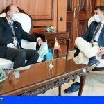 El alcalde de Santa Cruz recibió al nuevo cónsul de la República Argentina en Canarias
