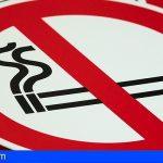 Canarias prohíbe expresamente fumar mientras se camina por la vía pública