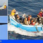 Una patera con 24 personas localizada cerca de Lanzarote por un Avión del Ejército