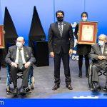 Tenerife otorga su Medalla de Oro a Vicente Saavedra y a Javier Díaz-Llanos