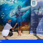 Karol Karoline advierte, en Arona SOS Atlántico, con su `bodypaint´, que el `Mar no necesita mascarillas´