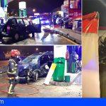 Bomberos de Tenerife rescata a dos personas atrapadas en sus vehículos