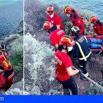 Rescatan en Puerto Santiago a un pescador que cayó rodando unos 5 metros en el Paseo Marítimo de Las Bajas