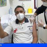 Canarias | Más de 1.500 profesionales sanitarios y de emergencias ya se han vacunado contra el Covid-19