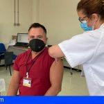 Canarias inicia el lunes la vacunación COVID-19 del personal sanitario de primera línea en atención