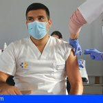 Canarias recibió hoy 14.040 dosis de la vacuna de Pfizer y mañana llegan 14.000 de Moderna y Astrazéneca