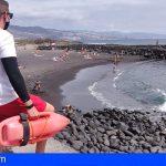 Cruz Roja presta sus servicios de vigilancia, salvamento y socorrismo en 38 playas Canarias