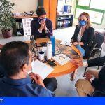 El consejero Javier Parrilla y el alcalde de Santiago del Teide abordan asuntos del sector primario