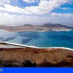Canarias regula por 1ª vez el transporte terrestre en La Graciosa para preservar sus valores medioambientales