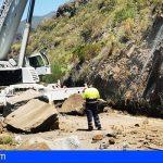Carreteras trabaja ya en despejar un tramo de la TF-82 afectado entre Tamaimo y Chío