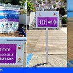 Arona se prepara para la temporada de verano renovando la cartelería de sus playas